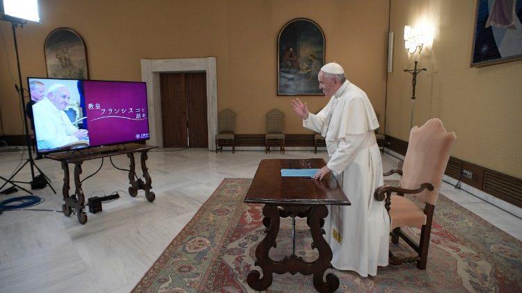 Papa Francesco in collgamento con gli universitari di Tokyo