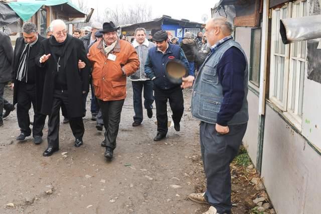 Interventi nei campi rom: appello di mons. Nosiglia