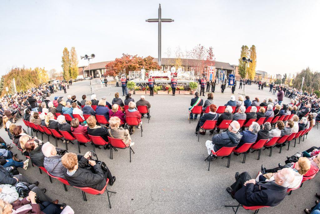 Mons. Nosiglia presiede la S. Messa al Cimitero Parco di Torino per la festa di Ognissanti (1 novembre 2017)