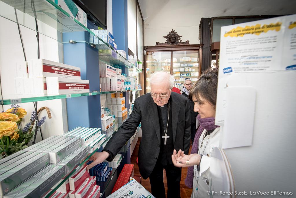 Mons. Nosiglia contribuisce alla Giornata nazionale del Banco Farmaceutico, Torino 10 febbraio 2018