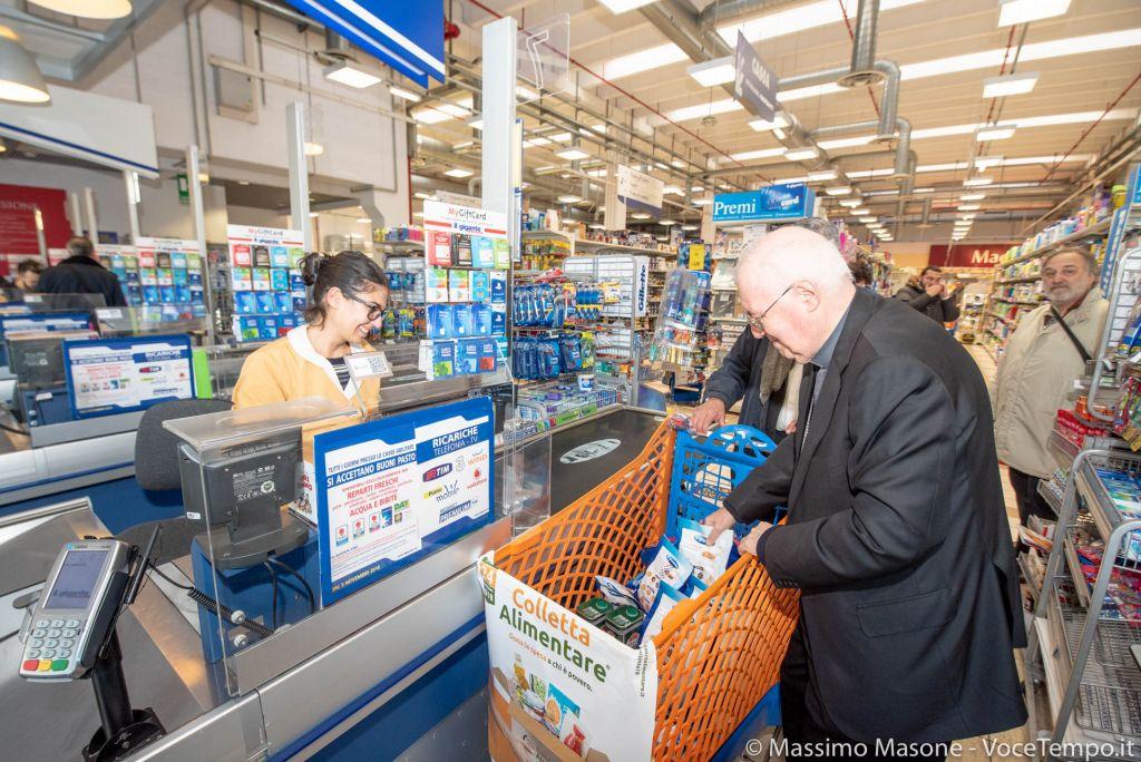 Colletta del Banco alimentare: mons. Nosiglia al supermercato per la spesa di beneficienza - Torino, 24 novembre 2018