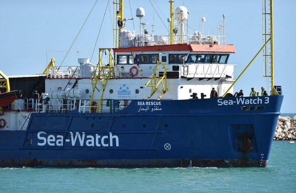 «Disponibili ad accogliere alcune famiglie a bordo delle navi» di profughi