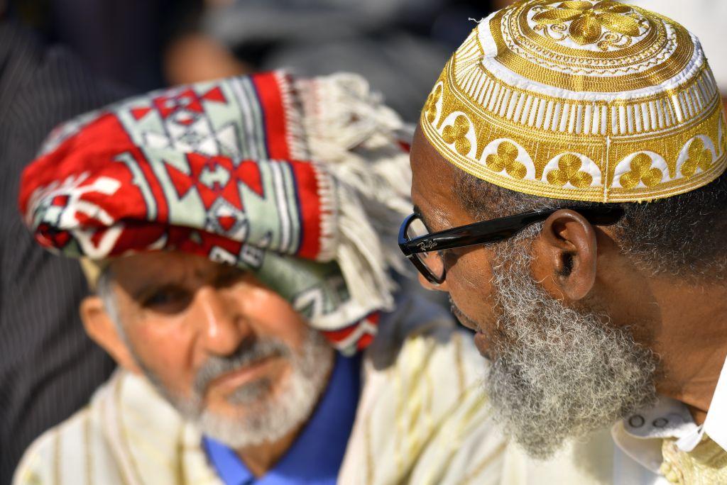 Fedeli musulmani riuniti in preghiera al Parco Dora per la festa di fine Ramadan, Torino 4 giugno 2019