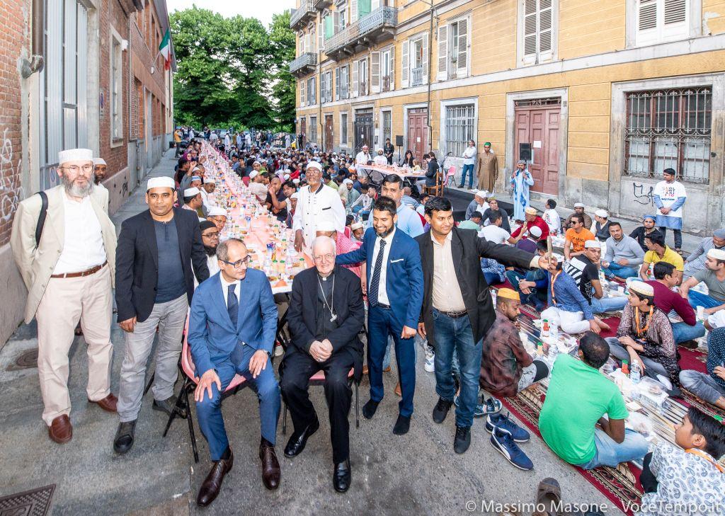 """Mons. Nosiglia incontra comunità bengalese e musulmana nella giornata delle moschee a """"porte aperte"""" – Torino 2 giugno 2019"""