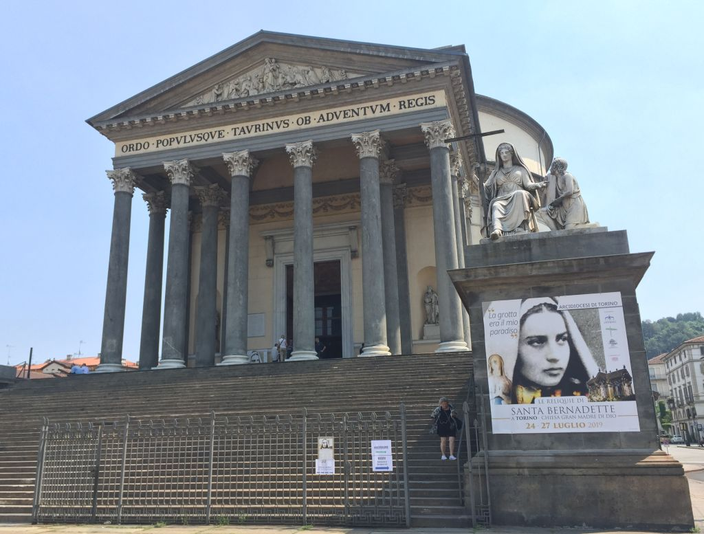 Reliquie santa Bernadette, arrivate da Lourdes a Torino