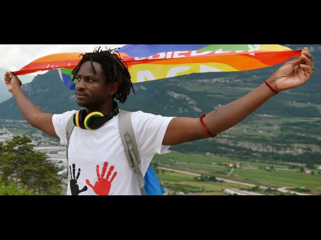 «Restiamo umani»: in marcia contro l'odio
