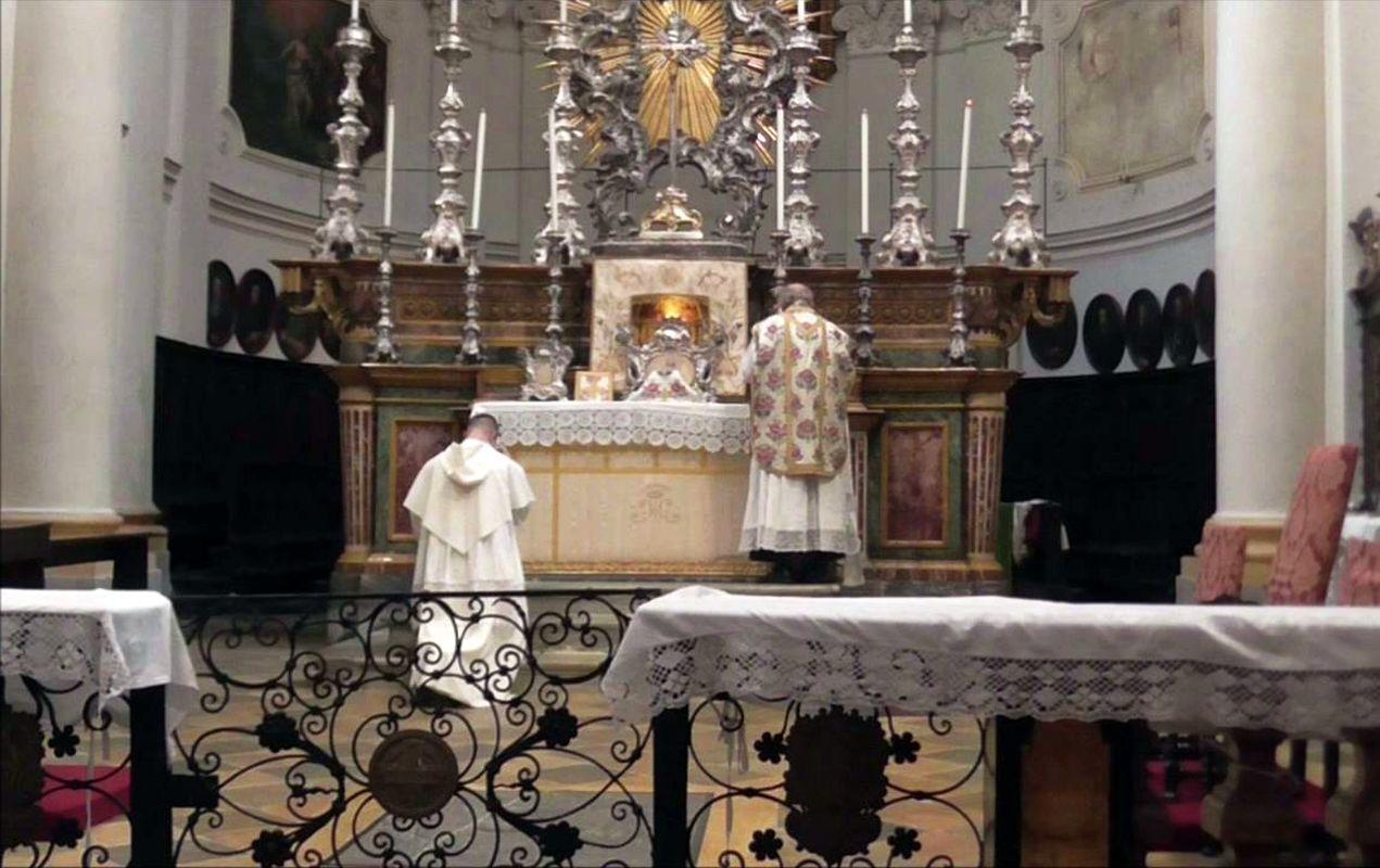 Mons. Nosiglia presiede Messa nella forma straordinaria del rito romano