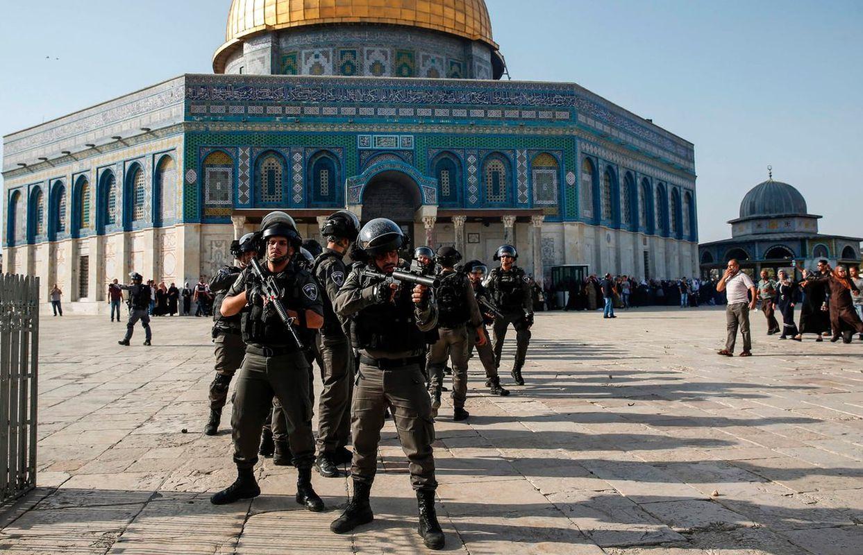 Diocesi Torino: uomini armati davanti alla spianata di Gerusalemme