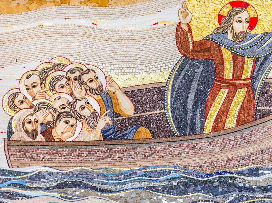 Diocesi Torino: Apostoli sulla barca assieme a Gesù, opera di Rupnik