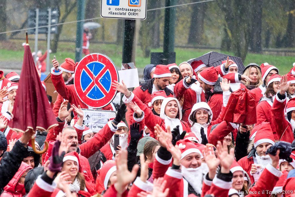 Diocesi Torino: alcuni partecipanti alla 10° edizione del raduno dei babbi Natale all'ospedale infantile Regina Margherita, Torino 1 dicembre 2019