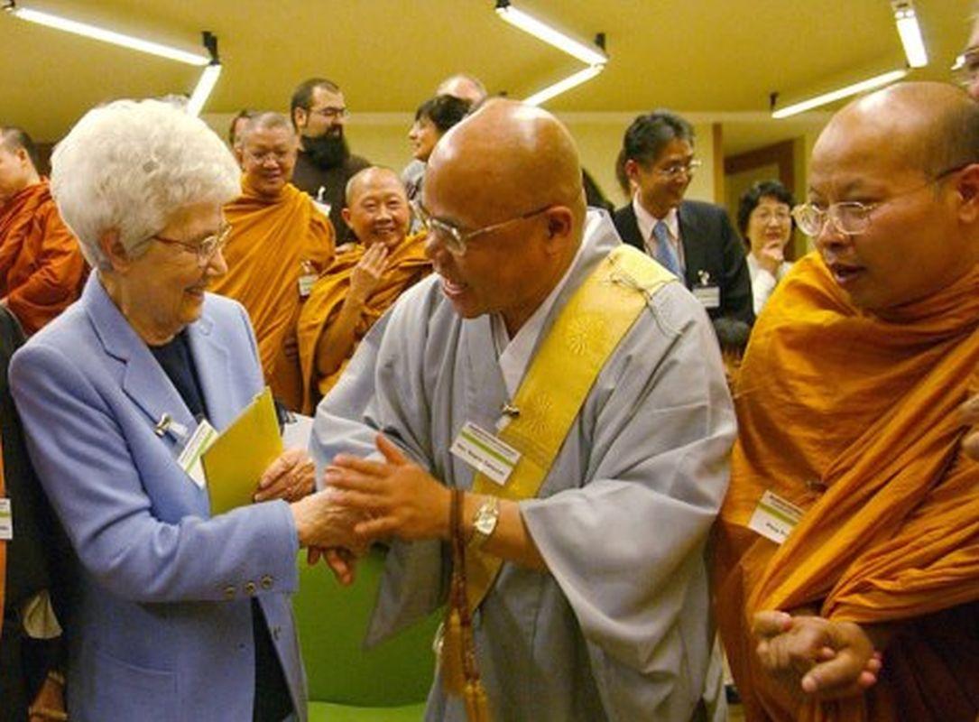 Diocesi Torino: Chiara Lubich con una delegazione buddista