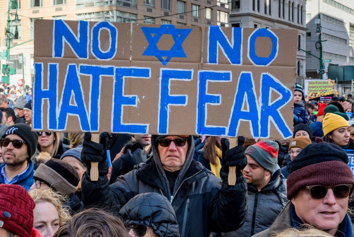 Diocesi Torino: manifestanti in piazza contro l'antisemitismo